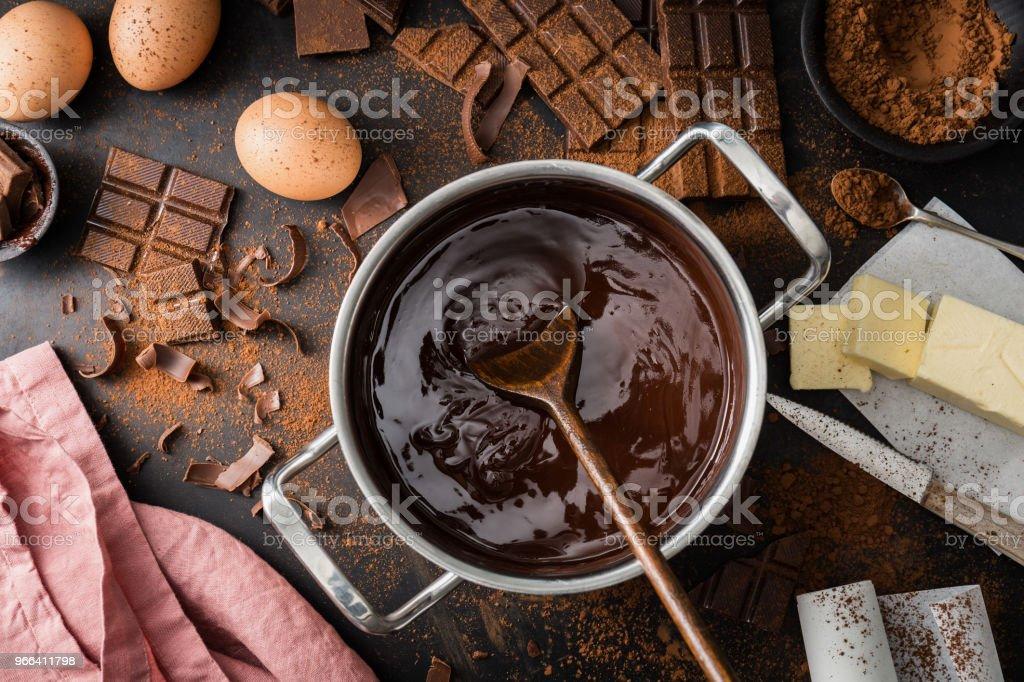 Ingredientes para cocinar pasteles de chocolate de arriba - foto de stock