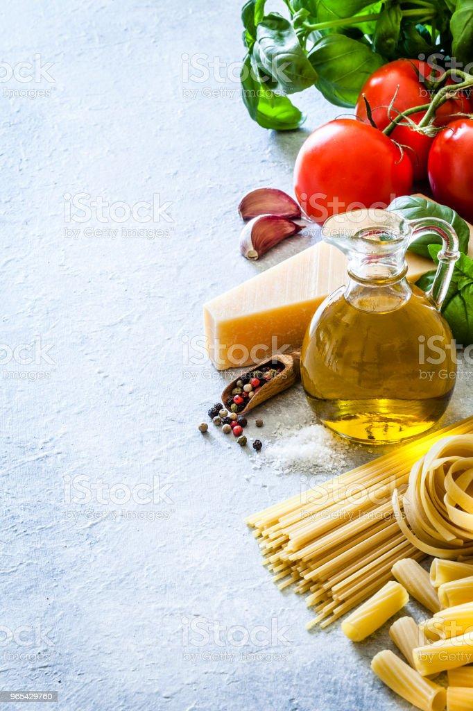 Ingredients for cooking Italian pasta frame zbiór zdjęć royalty-free