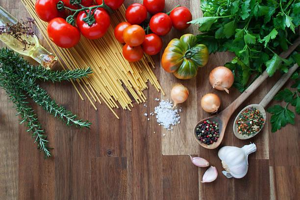 zutaten für italienische pasta-gerichte - essensrezepte stock-fotos und bilder