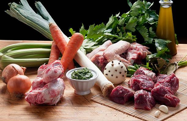 Zutaten für die Zubereitung von gekochtem Fleisch – Foto