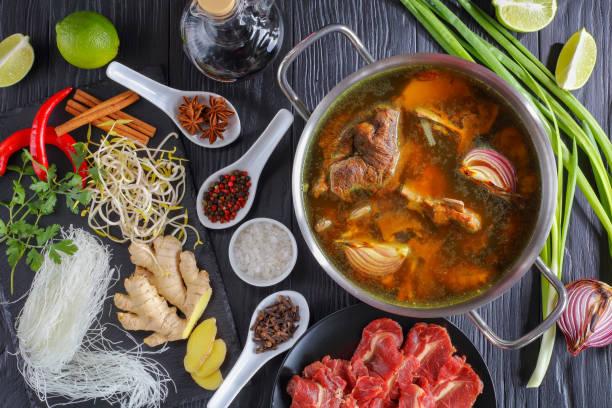 Zutaten von vietnamesische Suppe Pho Bo – Foto
