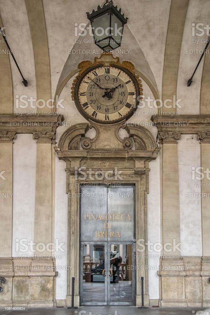 Ingresso  con orologio Palazzo Brera, Milano, Italia - foto stock