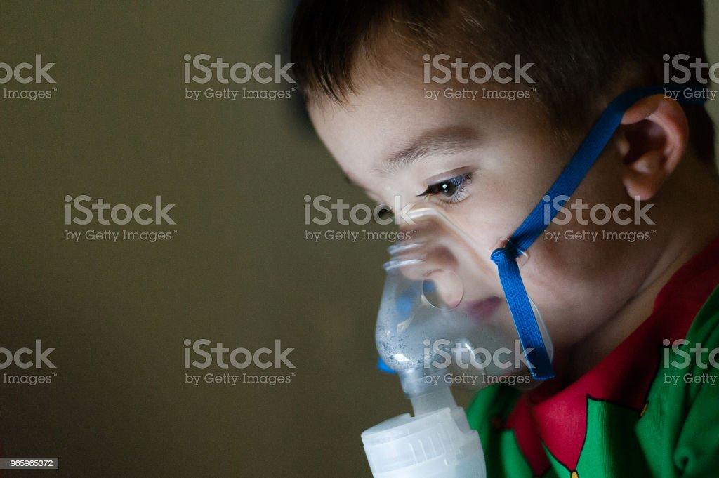 inhaleren met vernevelaar - Royalty-free Astma-inhaler Stockfoto