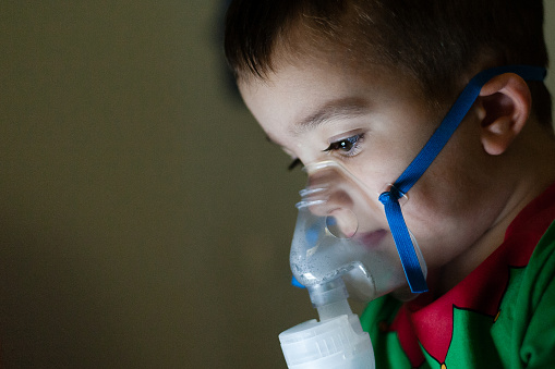 Inhaleren Met Vernevelaar Stockfoto en meer beelden van Astma-inhaler