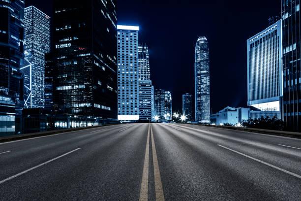 inner city road, hongkong - stadsweg stockfoto's en -beelden