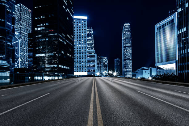 inner city road, hong kong - prospettiva lineare foto e immagini stock