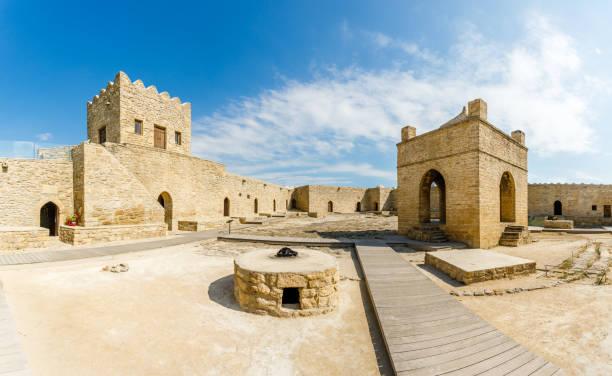 Inner Hof des antiken Steintempels von Atashgah, Zoroastrische Ort der Feuerküte, Baku, Aserbaidschan – Foto