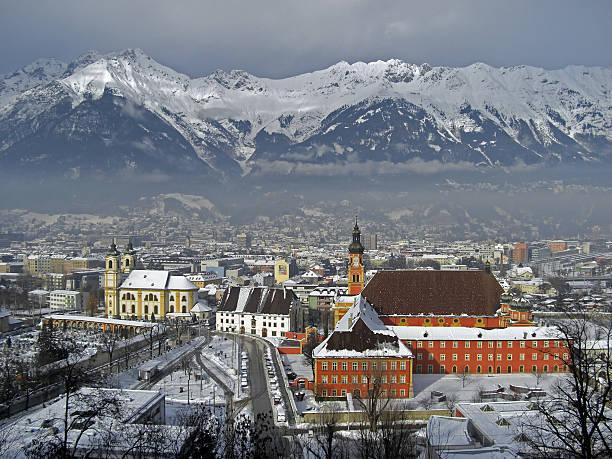 Innsbruck im winter mit Schnee auf die Dächer, Österreich, 2012 – Foto