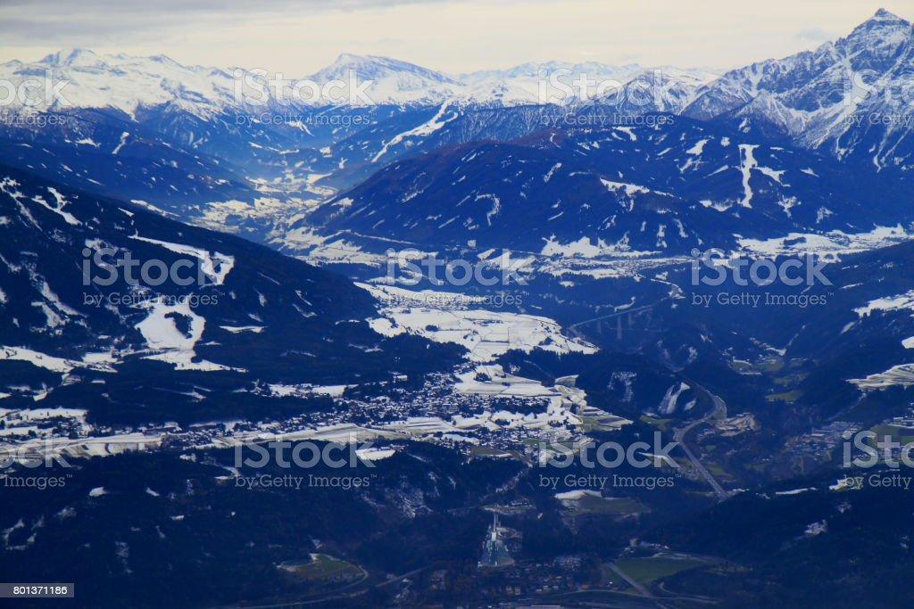 Innsbrucker Nordkette schneebedeckten Bergkette Panorama der Brennerpass und idyllischen Tirol Karwendel Gebirge von oben, Österreich – Foto