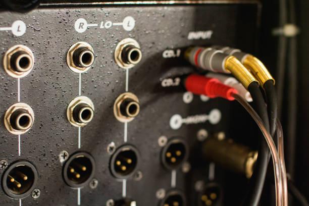 音訊調音台的輸入連接器。圖像檔