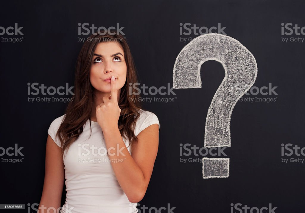 女性、疑問符に黒板 - 1人のロイヤリティフリーストックフォト
