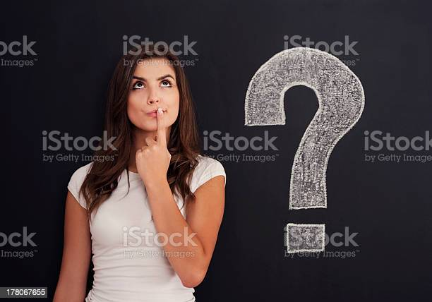 女性疑問符に黒板 - 1人のストックフォトや画像を多数ご用意