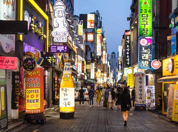 insadong vergnügungsviertel in seoul bei nacht - neon partylebensmittel stock-fotos und bilder