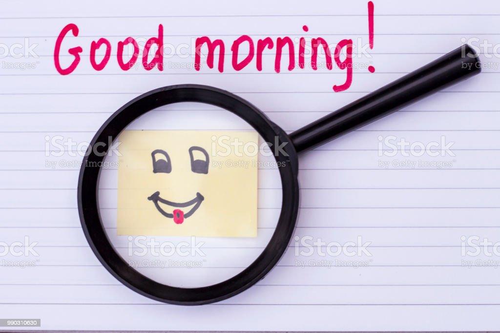 Inschrift Des Guten Morgen Auf Blatt Papier Und Lächelnde