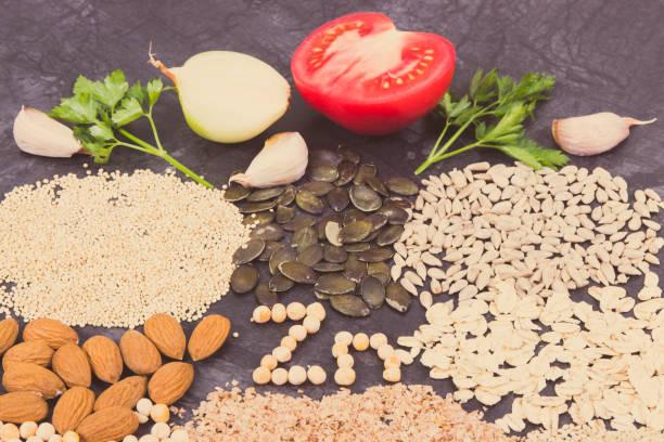 Inschrift Zn mit gesunder Ernährung mit Zink, Vitaminen und Ballaststoffen – Foto
