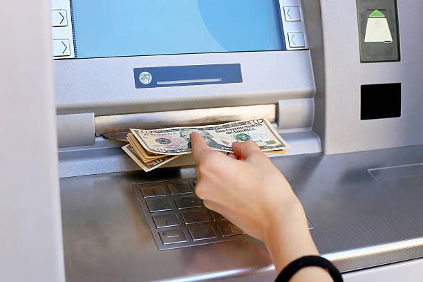 вставка кредитной карты в банкомате - dollar bill стоковые фото и изображения