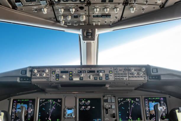 큰 제트 비행 비행기 조종석 내부 - 조종석 뉴스 사진 이미지