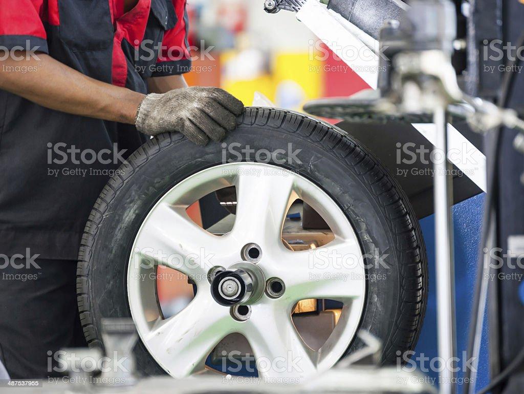 In einer garage-Auto Reifen ändern: – Foto
