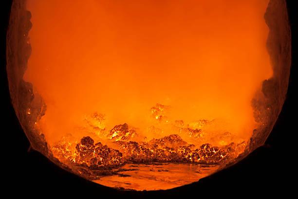À l'intérieur d'une fusion en métal four. - Photo
