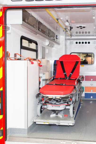 aider à l'intérieur d'un véhicule de secours aux personnes - Photo