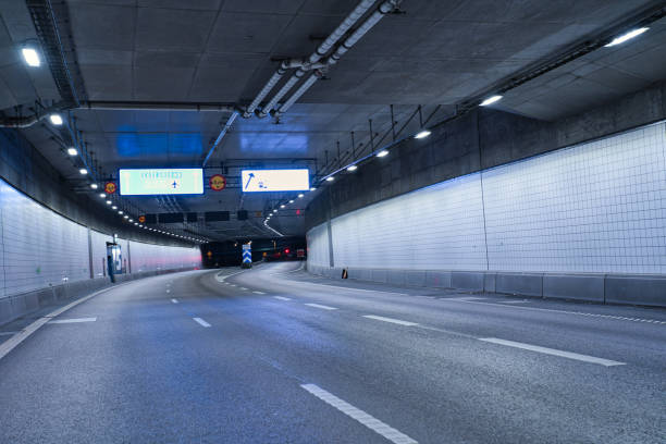 inne i en tunnel i sverige, på natten - tunnel trafik sverige bildbanksfoton och bilder