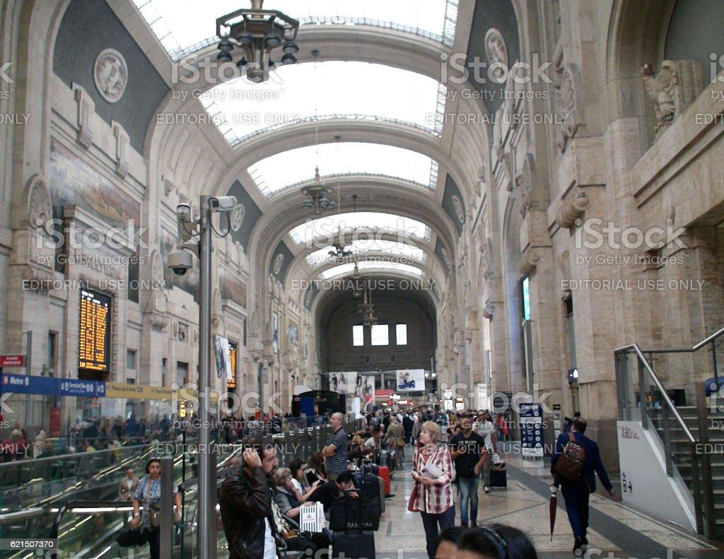 Inside Building Of Milano Centrale Railway Station Plus People.Italy.Europe Lizenzfreies stock-foto