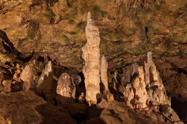 insida grotta i tyskland - stalagmit bildbanksfoton och bilder