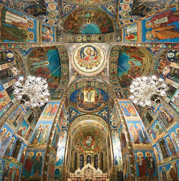 in der kirche auf der verschütteten blutes, st. petersburg, russland - russisch orthodoxe kirche stock-fotos und bilder