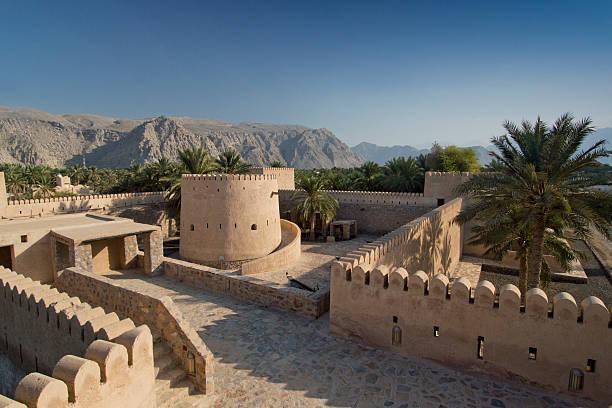 внутри khasab замок, мусандам, оман - oman стоковые фото и изображения