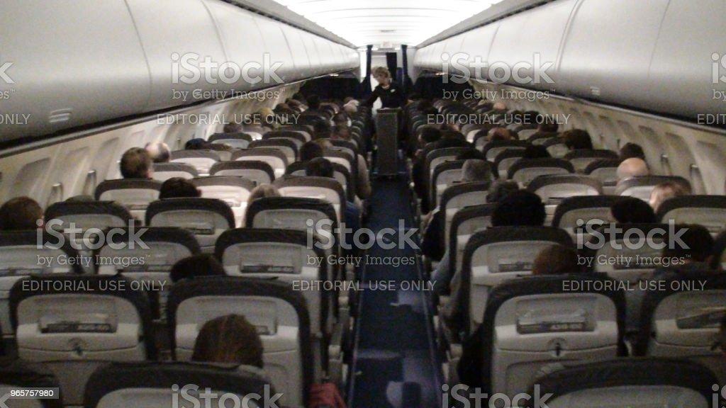 Внутри самолета авиакомпании Lufthansa и люди зрения в Нидерландах - Стоковые фото Lufthansa роялти-фри