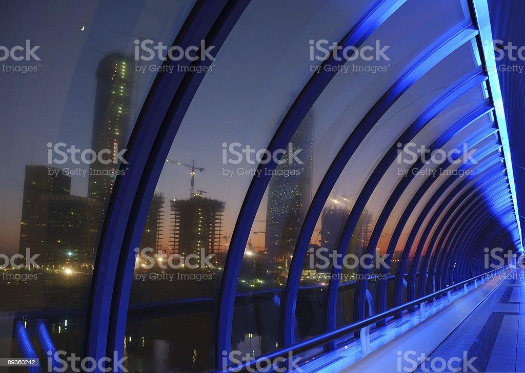 Wnętrze nowoczesny Most (niebieski oświetlenie, red słońca na zewnątrz zbiór zdjęć royalty-free
