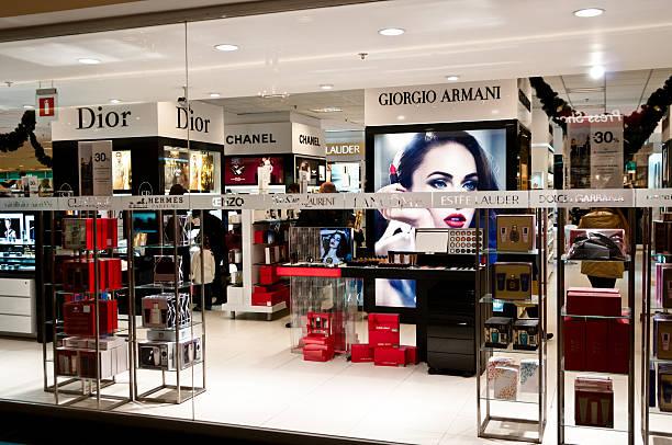 内側の美容製品のショップにブリュッセル,ベルギー - ブランド名 ストックフォトと画像