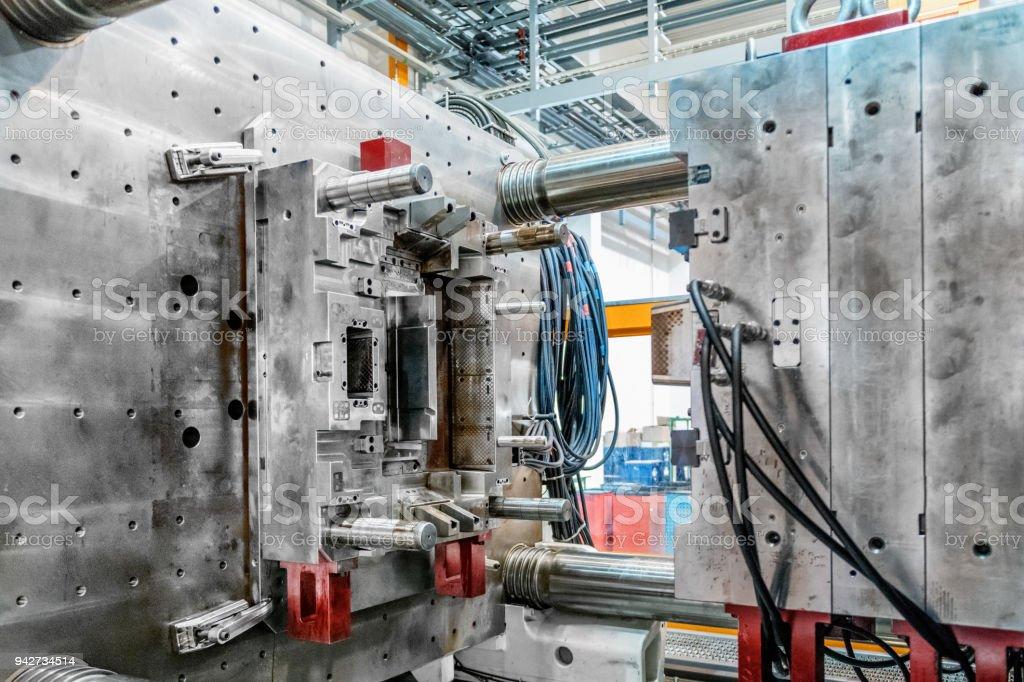 Im inneren Teil der Maschine zu Formen – Foto