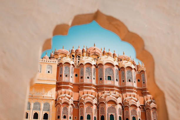 inside of the hawa mahal or the palace of winds at jaipur india. it is constructed of red and pink sandstone. - índia imagens e fotografias de stock