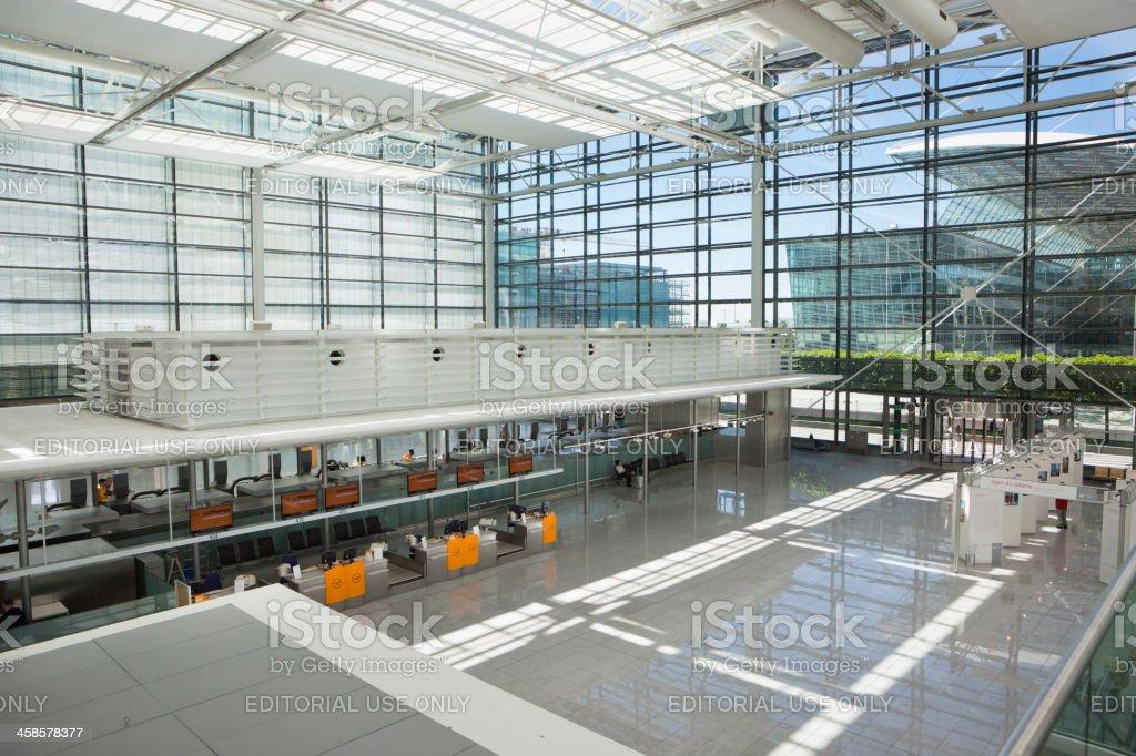 En la Terminal 2 del Aeropuerto de Munich, Alemania - foto de stock
