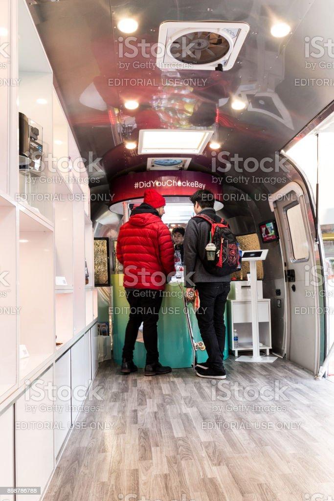 Im Inneren der eBay Airstream – Foto