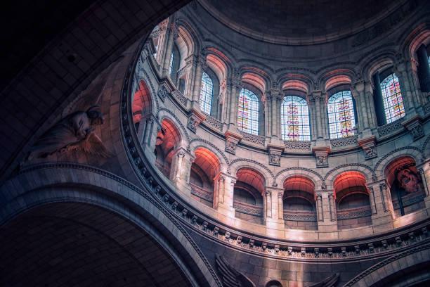 inside the sacre-coeur basilica in paris - jesus and heart zdjęcia i obrazy z banku zdjęć