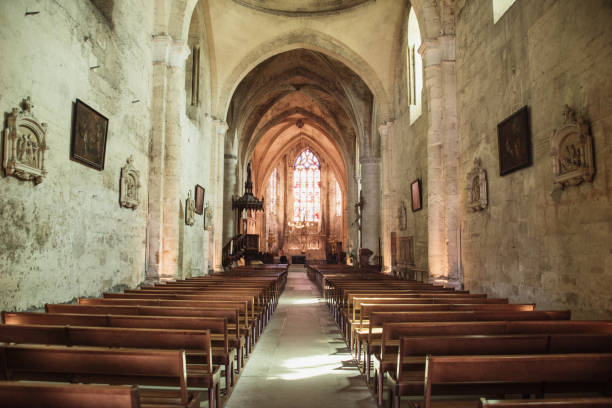 Inside view of a church in Saint-Emilion, France - foto stock
