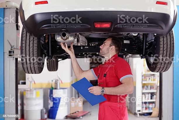 Inspección De Automóviles Foto de stock y más banco de imágenes de Agarrar