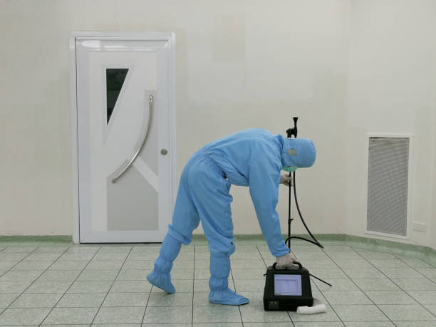 Inspector are testing dust inside the operating room with Particle Counter. Inspector are testing dust inside the operating room with Particle Counter. cleanroom stock pictures, royalty-free photos & images
