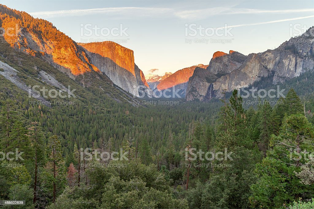 Classic view of Yosemite Valley .
