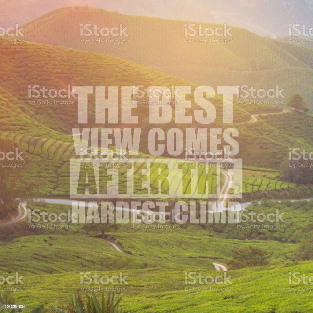 Inspirierende Motivation Zitat die beste Aussicht kommt nach dem härtesten Anstieg auf Natur Hintergrund. – Foto