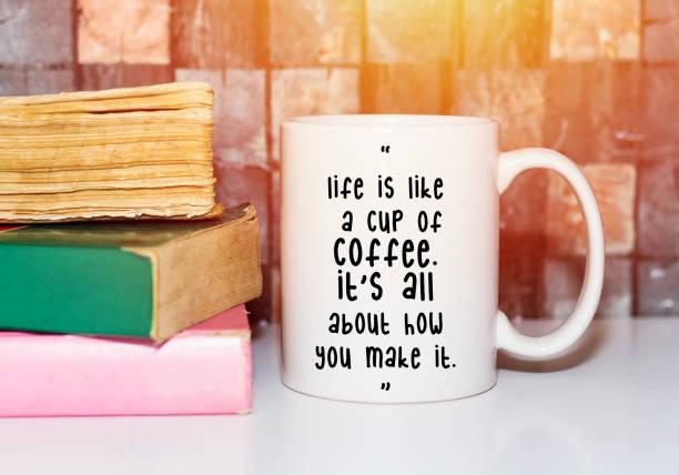 inspirierende positive zitat in kaffeetasse, konzept - schlechte zitate stock-fotos und bilder