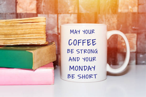 inspirierende zitate, kaffee und montagsgruß - glückliche montagszitate stock-fotos und bilder