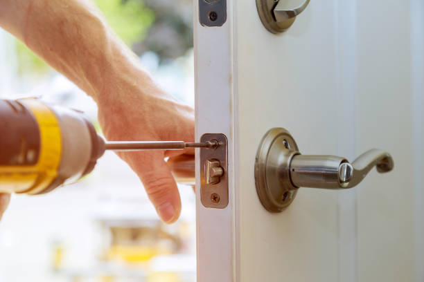 Installation locked interior door knobs, close-up woodworker hands install lock. Installation locked interior door knobs, close-up wood worker hands install lock. locksmith stock pictures, royalty-free photos & images