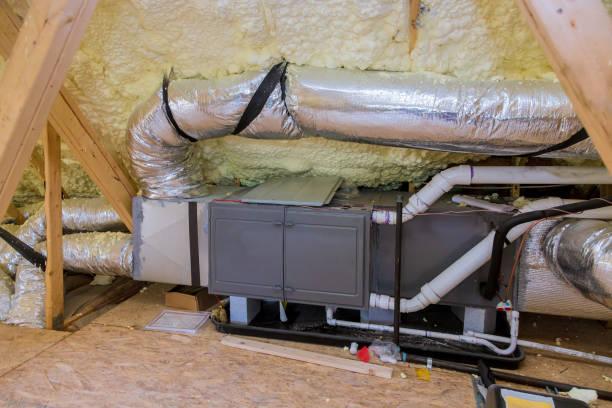 installation av värmesystem på taket av röret system för uppvärmning närbild - ventilation bildbanksfoton och bilder