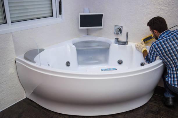 installation von modernen bad - fugen reinigen stock-fotos und bilder