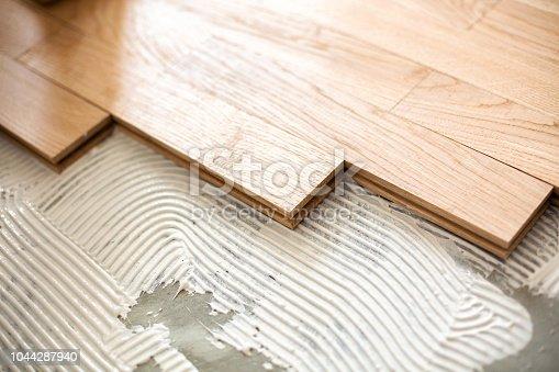 922081754istockphoto Installing a floor system  zoom in 1044287940