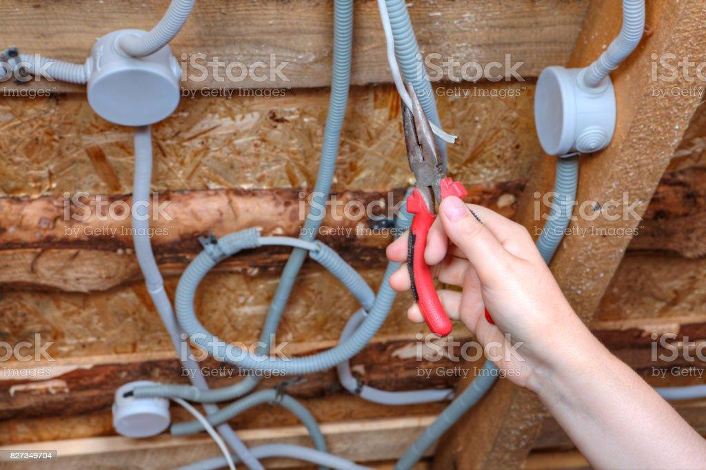 Installation Von Verkabelung Elektriker Mounter Hand Mit Einer Zange ...