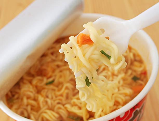 instant noodles - besteck günstig stock-fotos und bilder